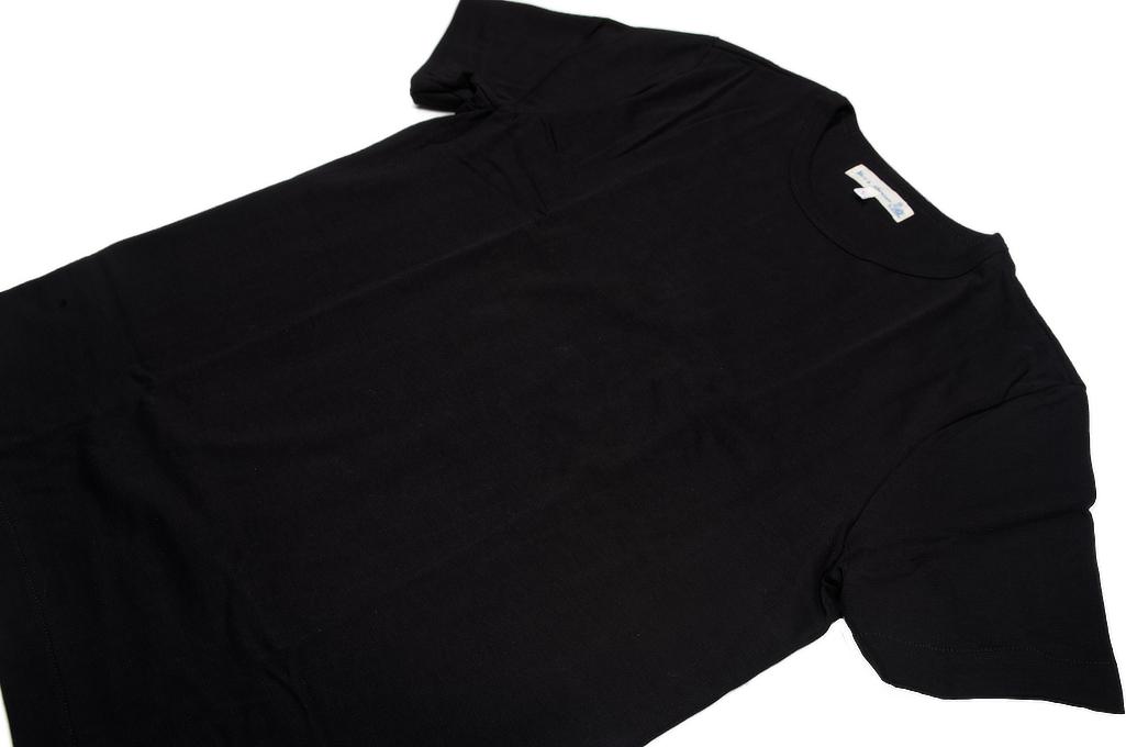 Merz. B Schwanen 2-Thread Heavy Weight T-Shirt - Deep Black - Image 4