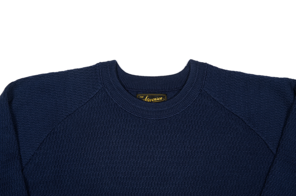 soc_amazing_merino_navy_xl_04-1025x680.j