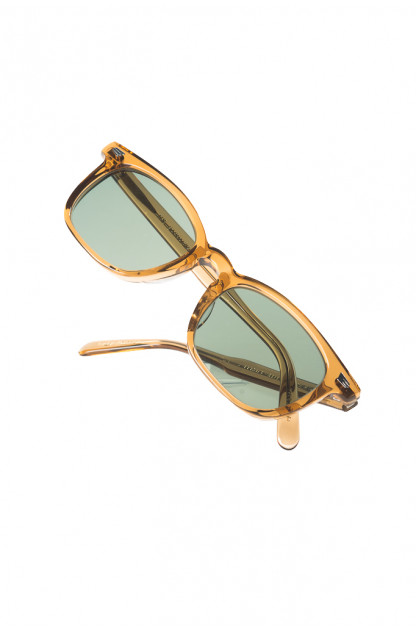 Globe Specs = The Barracks - The Boney / Translucent Bronze